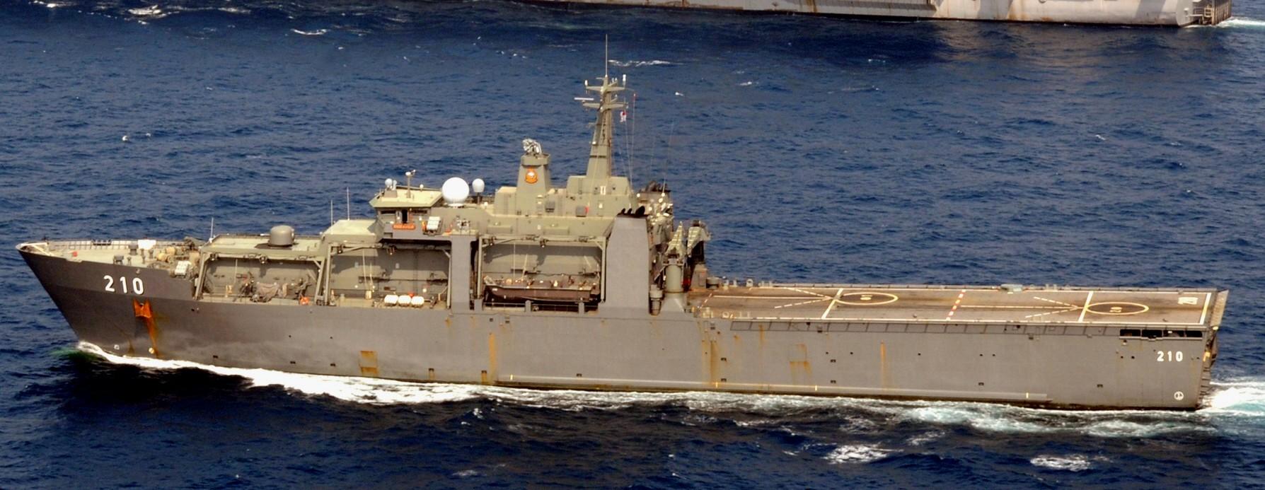 http://www.seaforces.org/marint/Singapore-Navy/Amphibious-Ship/210-RSS-Endeavour-photo-002.jpg